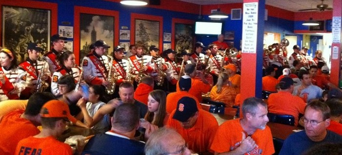 Syracuse Orange Fans Dine with the SU Marching Band